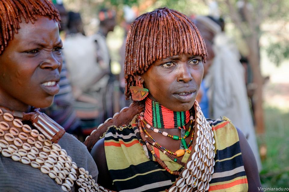 Femei Hamar, gatite pentru ceremonie