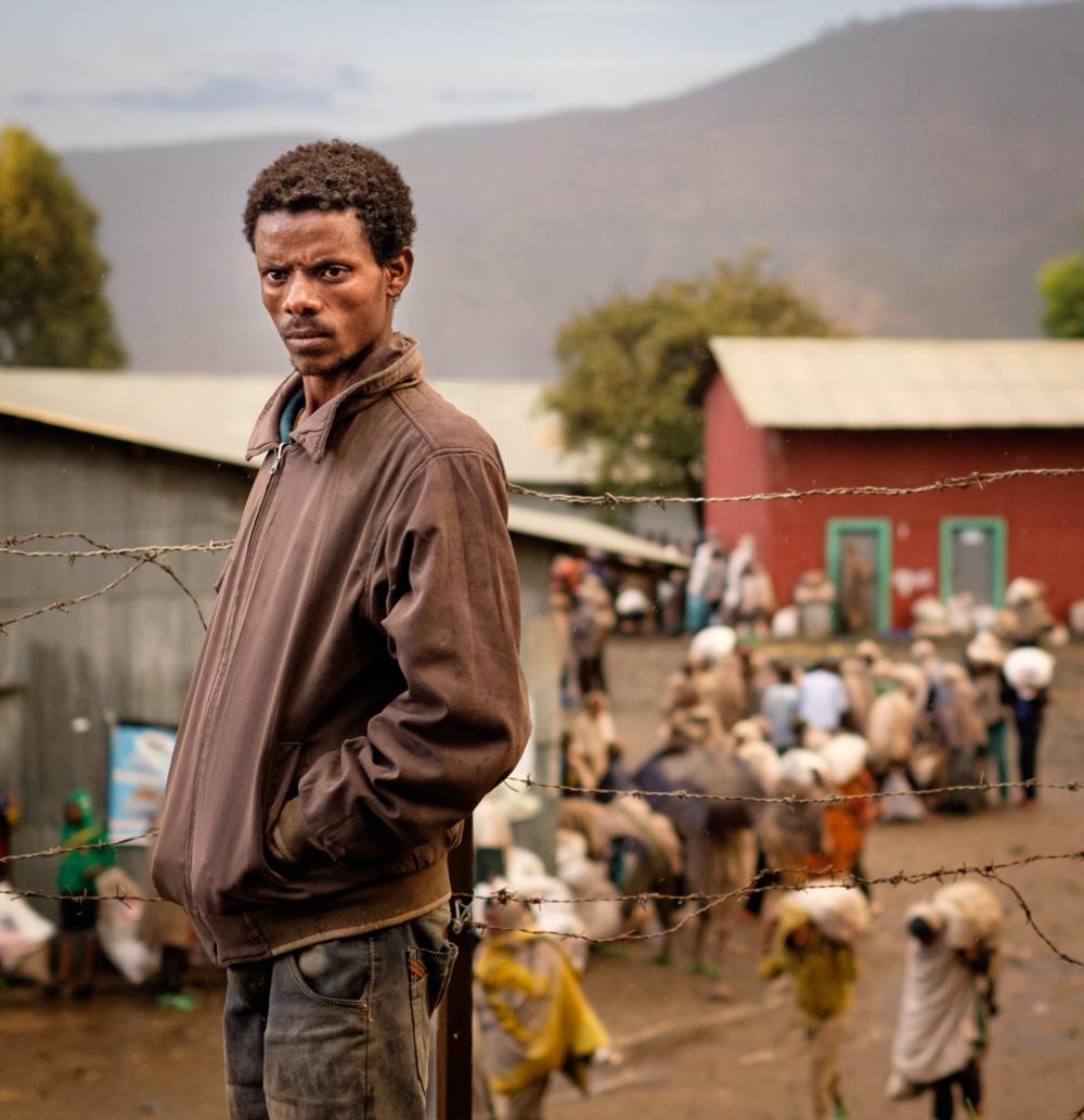 Etiopieni veniti sa primeasca ajutoare constand in saci de zahar si orez prin World Food Programme