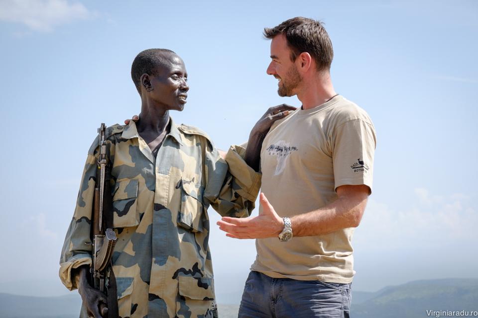 Cu militarul care ne-a insotit, in incercarea de a aflat cat mai multe lucruri despre el si familia lui