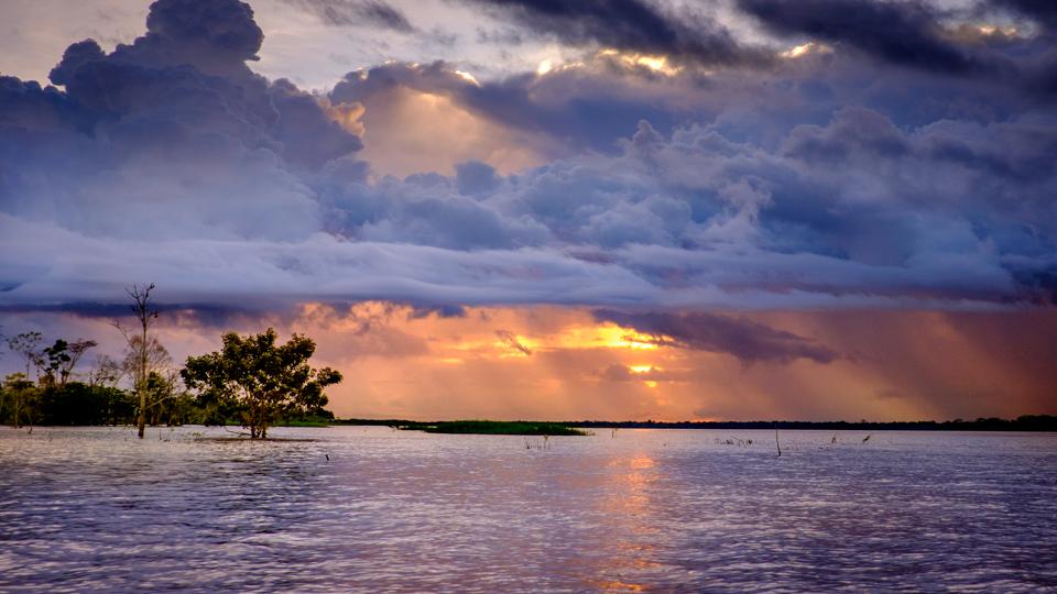 Peru, apus pe Amazon