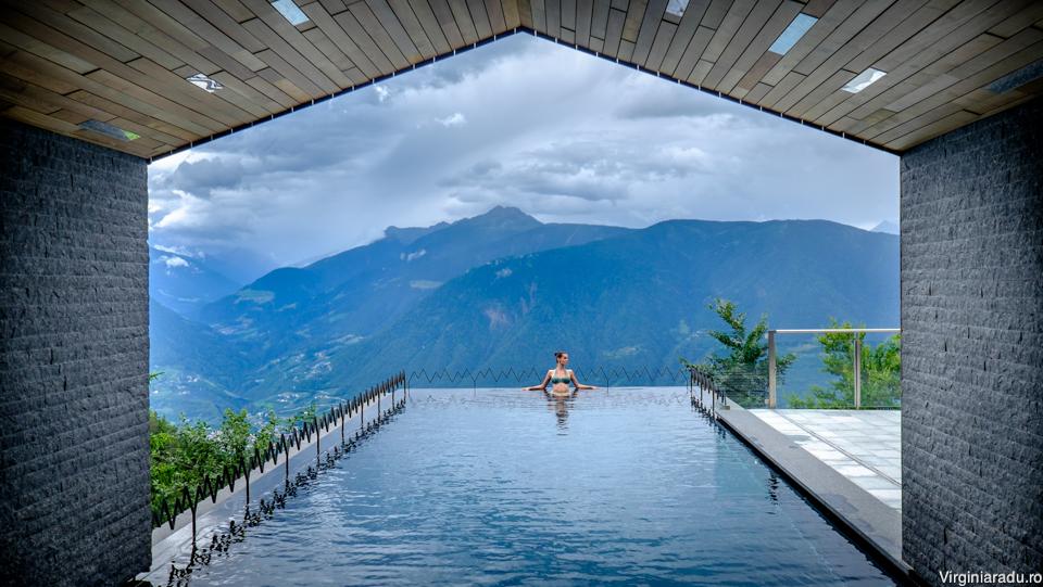 Anul trecut, hotelul a fost imbunatatit cu una dintre cele mai frumoase infinity pool din lume