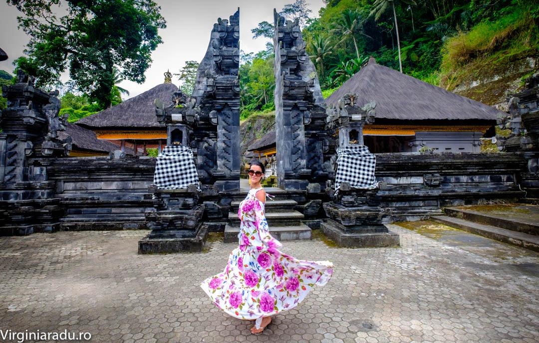"""Acest tip de porti numite """"candi bentar"""" le poti vedea la intrare in majoritatea templelor din Bali"""