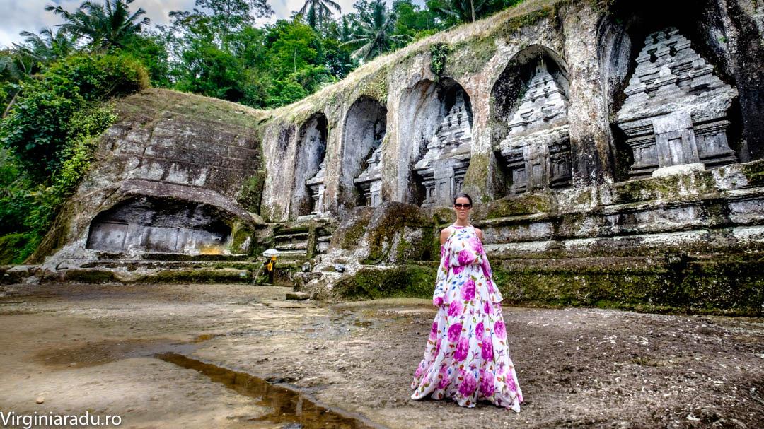 Gunung Kawi este un templu ce dateaza din secolul XI si infatiseaza 10 statui de sculptate in piatra inalte de 7 m, daruite regelui Anak Wungsu din dinastia Udayana.
