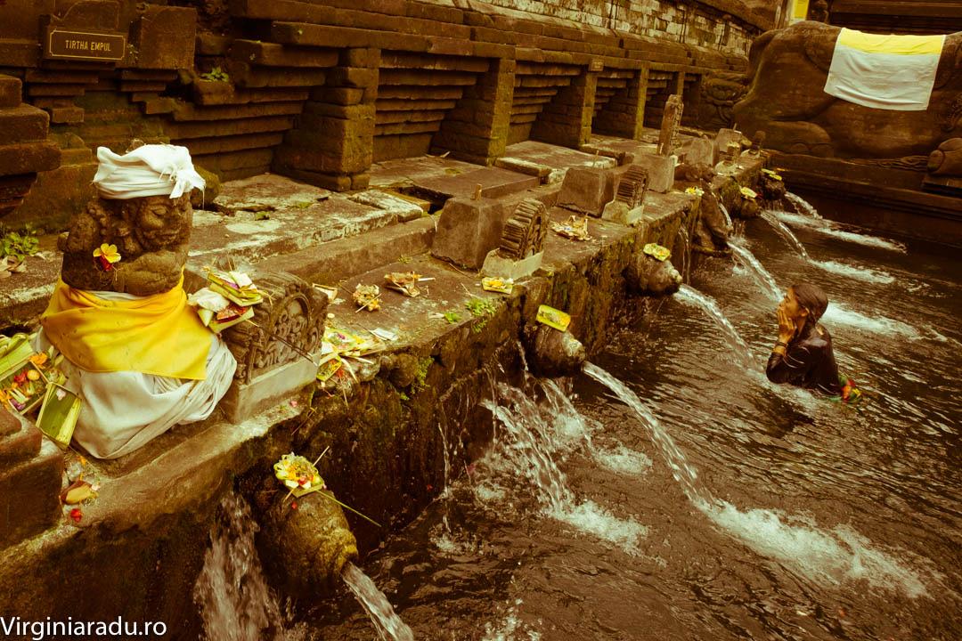 Temoplul a fost construit in secolul al-X-lea, in jurul unei ape termale . Templul contine 2 piscine, cu 30 locuri de purificare