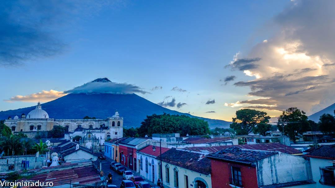 Antigua si Vulcan de Aqua